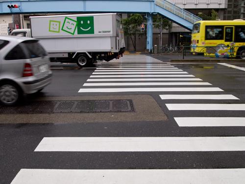 雨の交差点の高画質画像