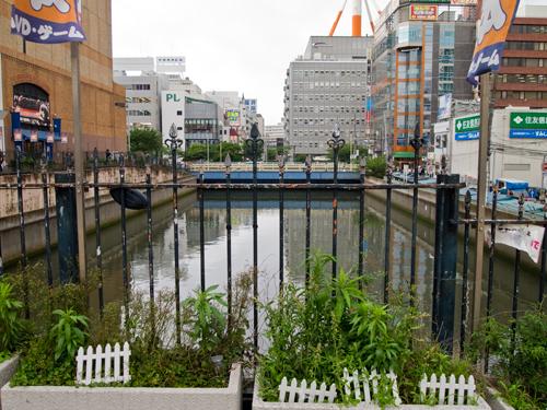 横浜ビブレの横の川の高画質画像