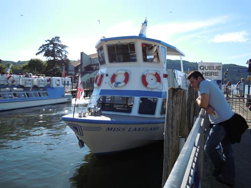 ウィンダミア湖の船の高画質画像