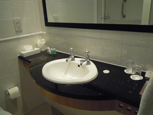 ホテルの洗面所の高画質画像