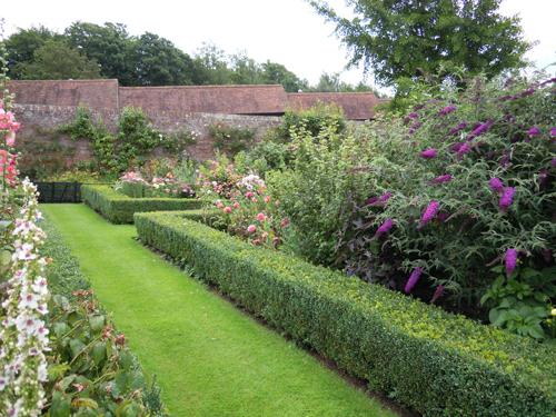 リーズ城の庭の高画質画像