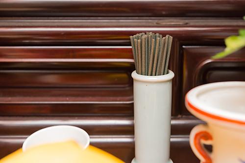 仏壇の線香の高画質画像