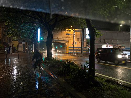 雨が降った夜道 5の高画質画像
