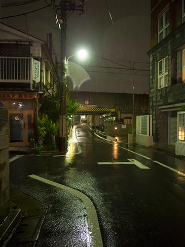 雨が降った夜道 22の高画質画像