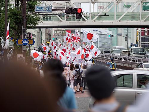 デモ行進、新宿駅周辺 4の高画質画像