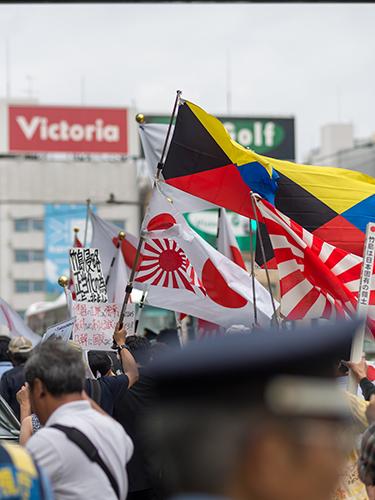 デモ行進、新宿駅周辺 5の高画質画像