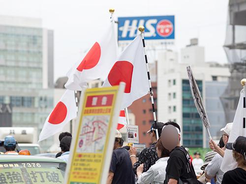 デモ行進、新宿駅周辺の高画質画像