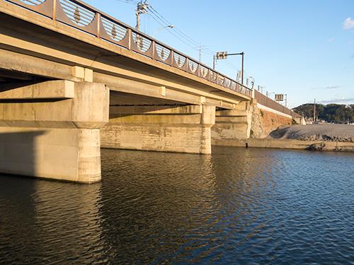 海岸の橋の高画質画像