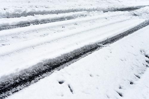 雪の道路の高画質画像