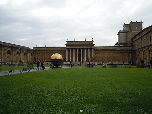バチカン美術館の中庭の高画質画像