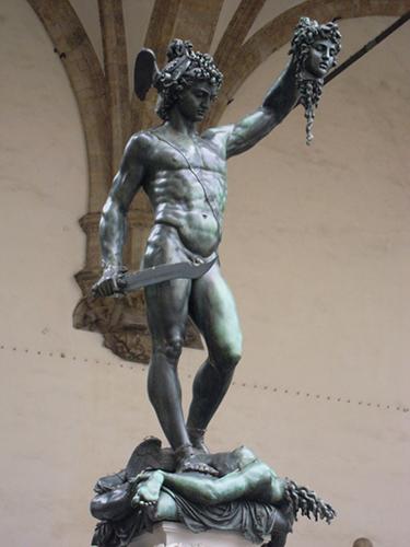 シニョリーア広場のペルセウスとメドゥーサの像の高画質画像
