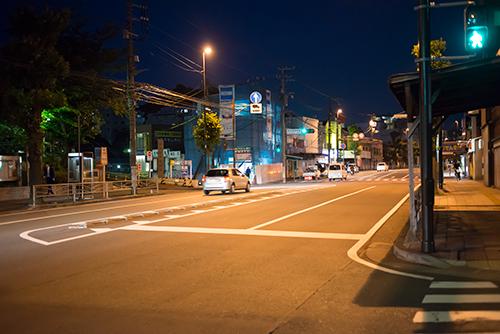 夜の交差点の高画質画像