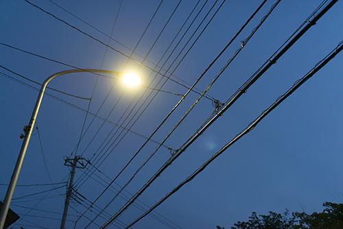夜の街灯の高画質画像