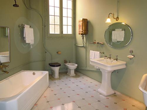 ミラ邸のバスルーム、バルセロナの高画質画像