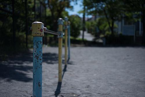 公園の鉄棒の高画質画像