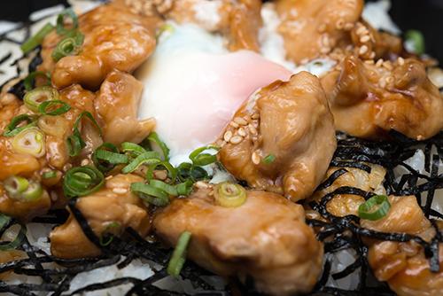 炭火焼き鳥丼の高画質画像