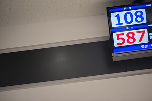 順番待ちの番号掲示板の高画質画像